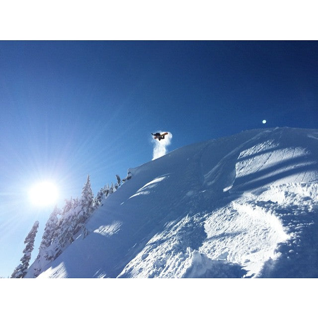 @mtbakerskiarea looked really really good yesterday. @brendanwkeenan blasting an epic #method in to the blue bird #pnw sky. Shot by Gary Milton @garelos. @dinosaurs_will_die #DWD #WizardStick @salmonarms #CSTLwinter #CoastalRiders #Snowboarding
