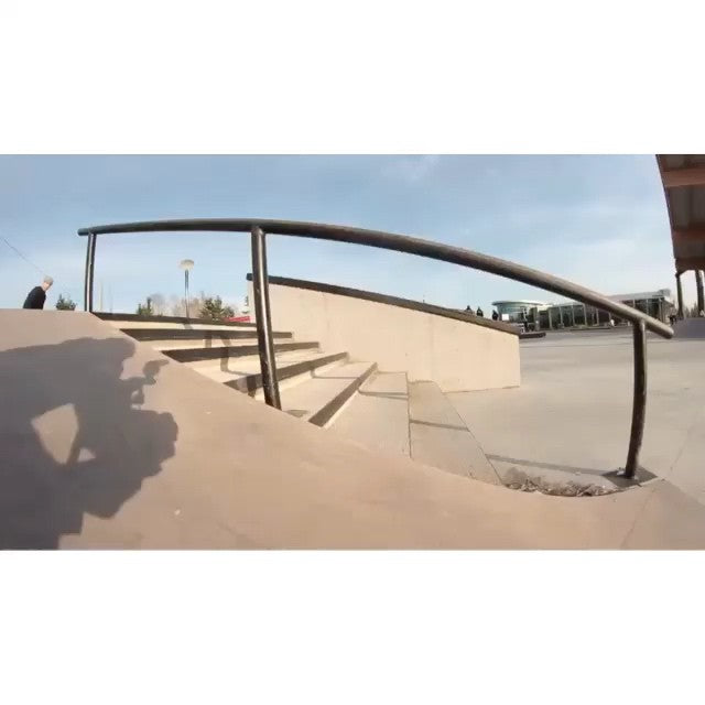 @hoodisgood_ aka Ryan Siemens droppin serious hammers on the 7 rail at cloverdale. Filmed by @fajard000 chopped by @davidstevens music by #easye  #mindblown #clvdreport #CoastalRiders #CSTL #skateboarding #stillrollin2 @stillrollin2