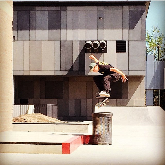 @yzeebs with a mean flick over the can at the newly renovated #guildford #skatepark. Shot by the multitalented @fuckimsorry. @clicheskate @dwindlecanada @converse_cons @vonlotz @miamihighco. #CoastalRiders #CSTL #skateboarding