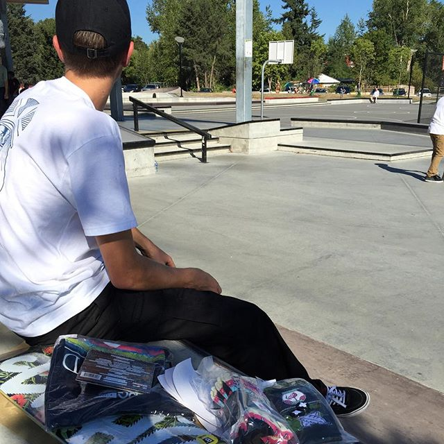 @yzeebs handing out some @clicheskate and @miamihighco product to the kids at the Cloverdale #CstlHangtime.