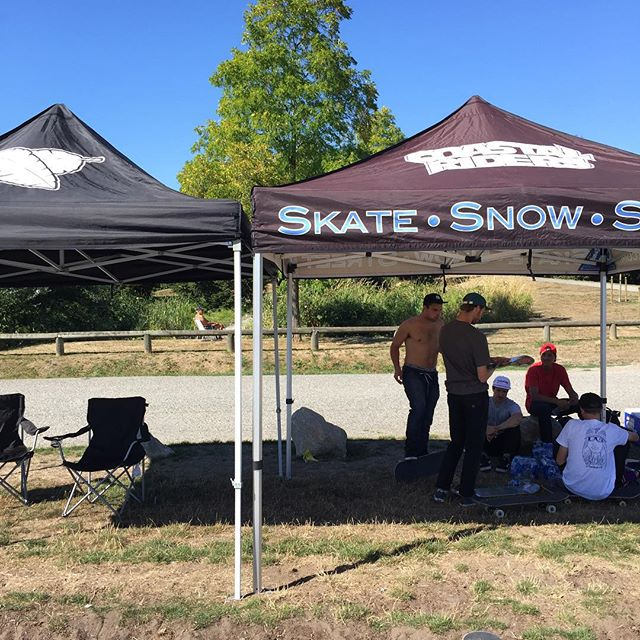The team catching some shade before skating and handing out product for today's #CstlHangtime at Cloverdale skatepark.
