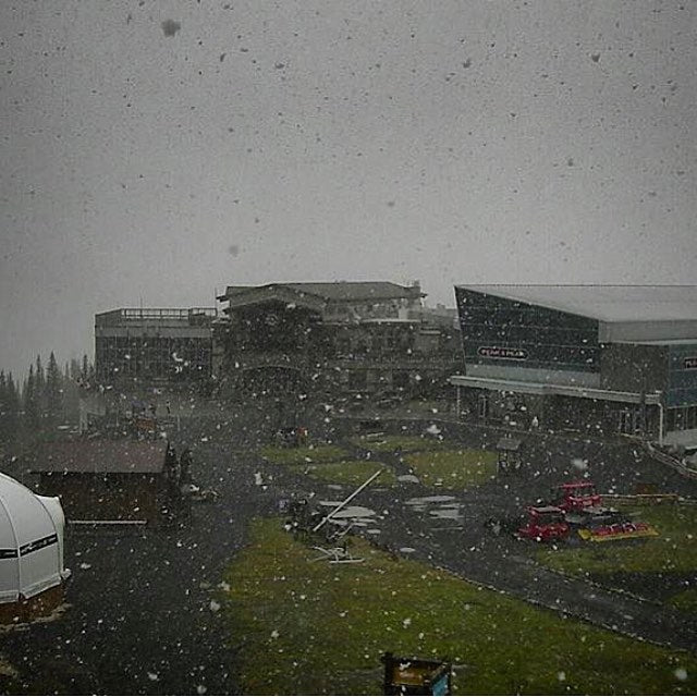It's starting to snow up top @whistlerblackcomb today. #winteriscoming! Stoked for some #snow! #snowboarding #CoastalRiders #CSTL