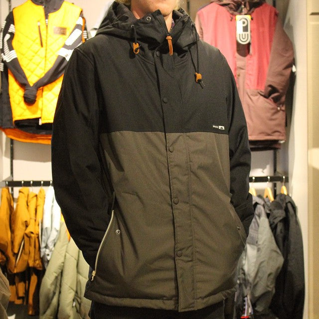 Need a new jacket for winter laps? Grab a @holden_outerwear Refuge Jacket! Originally $319.99 on sale for $159.99! 10k water proofing. #supportlocal #cstlturkeysale #cstl