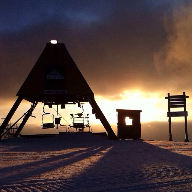 So it's a beautiful morning up at @mtseymour. Go boardin. regrammabamma mtseymour