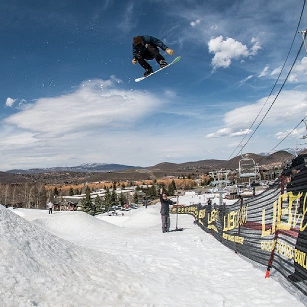 @seangenovese with a big ole back one at the Holy Bowly. Check @snowboardermag for more updates. http://bit.ly/1eJxOME #holybowly @dinosaurs_will_die