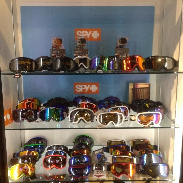 them Christmas presents doe! who doesn't want fresh goggles. @spyoptic comes with 2 high intensity lenses. allconditions
