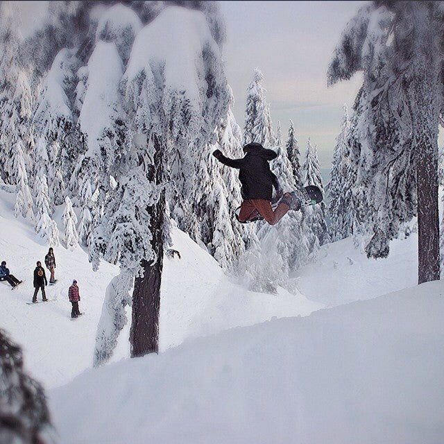 snows falling up mt seymour! getting up to 25 cm tonight. shot of shop staff @dallaslang poppin a method under mystery getupthere primeconditions wintersback