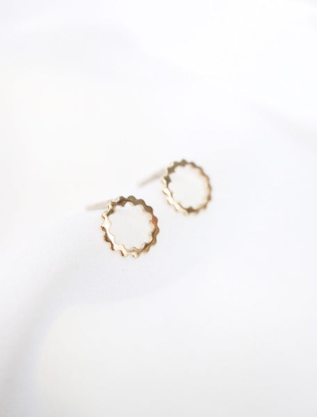 14k gold filled scalloped circle studs, side view