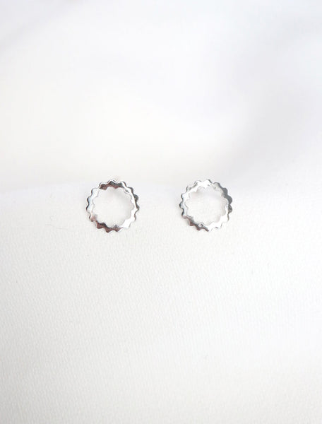 sterling silver scalloped circle studs