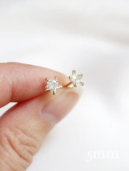 little crystal star stud earrings (5mm) in hand