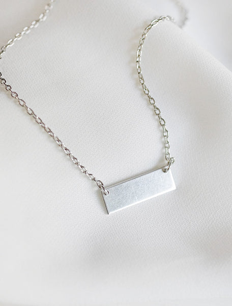 classic bar necklace . horizontal . short
