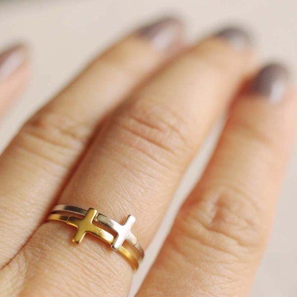 stacked sideways cross ring