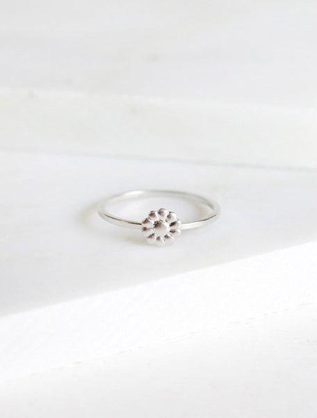 silver tiny daisy ring