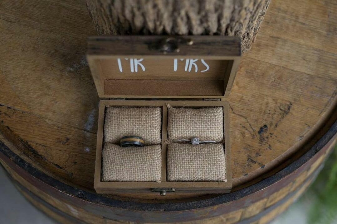 wedding ring box for couple's wedding ring set