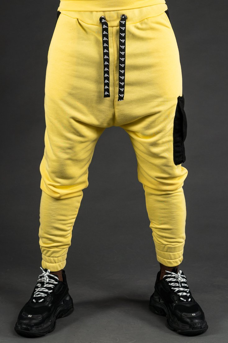 Yellow trousers with black pockets