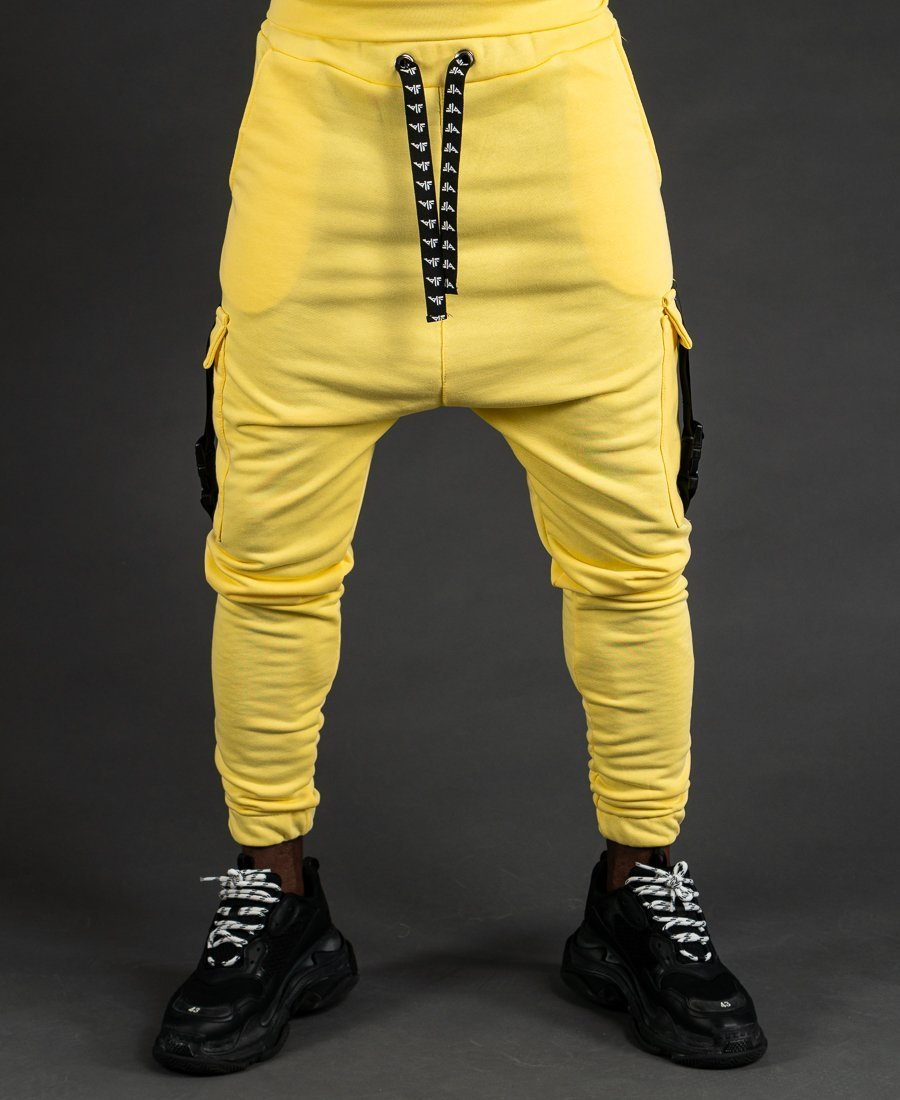 Yellow trousers with accesories