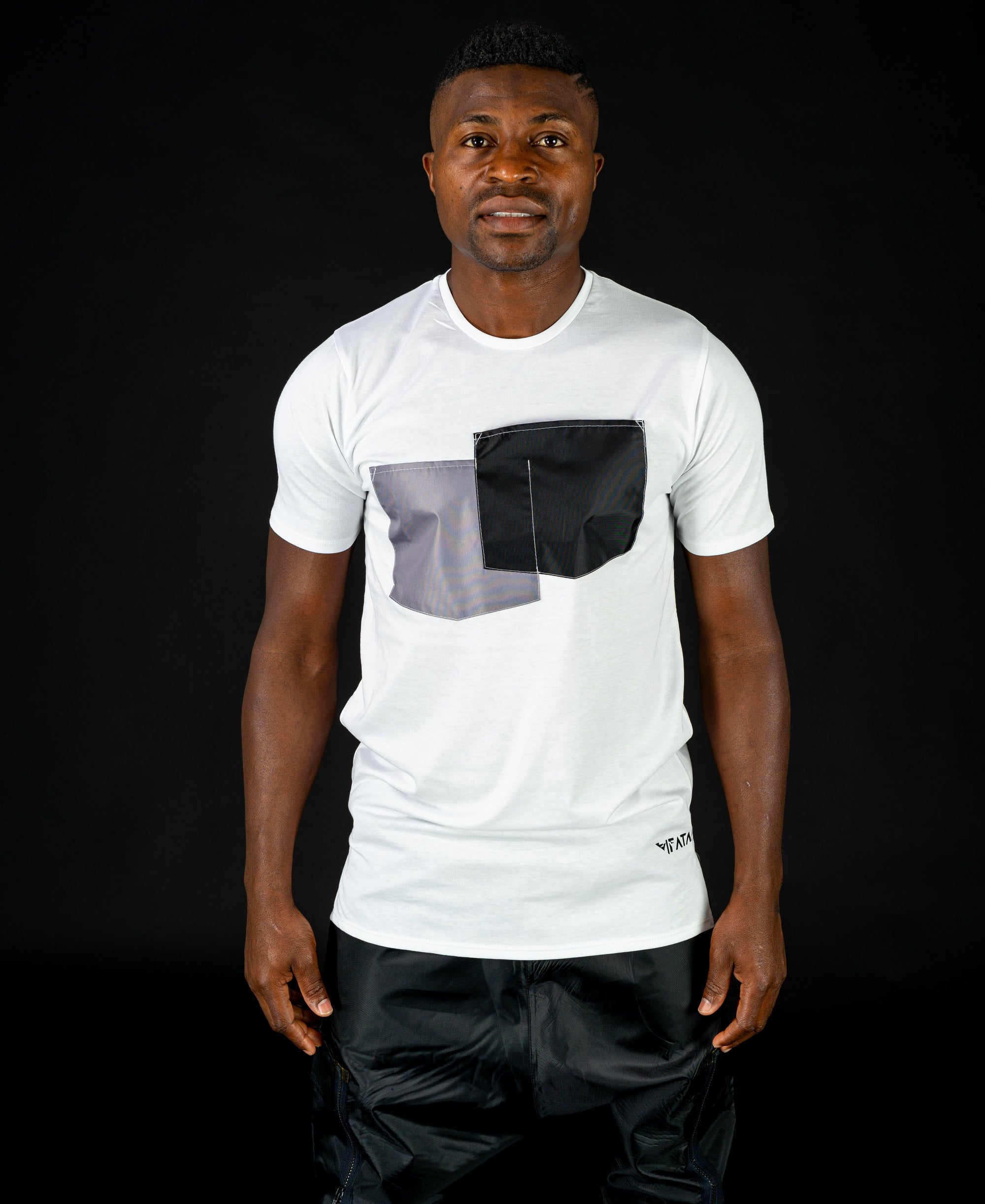 White t-shirt with black and grey pockets - Fatai Style
