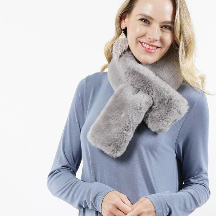 Faux fur tuck-in scarf.