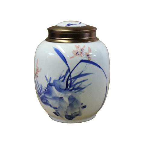 blue white jar - tea leaves jar - Porcelain box