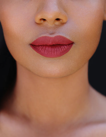 soft pink lips, pink lipstick, perfect matte lipstick, best matte lipstick, trendy lipsticks, jeffree star lipstick, kat von d liquid lipsticks, matte lips, red matte lipstick, aniise