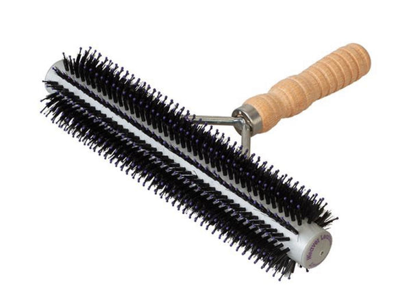 Wide Range Fluffer Brush