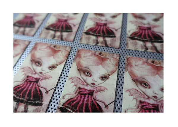 """Queen of Hearts"" Magnet"