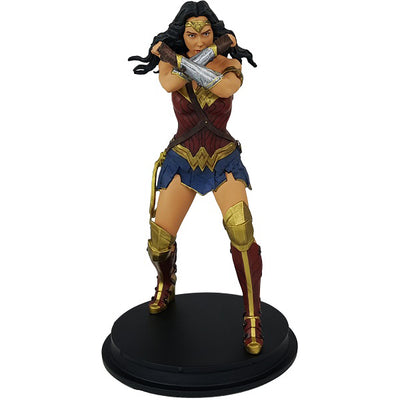 DC Comics Justice League Movie Wonder Woman Gauntlet Clash Statue (ThinkGeek Exclusive) - Icon Heroes