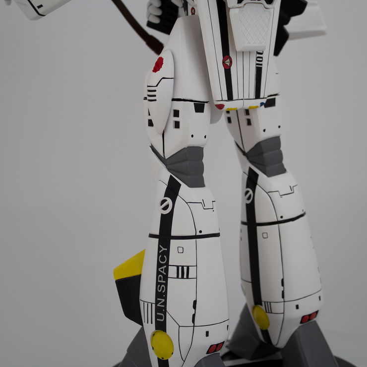 VF-1S Roy Fokker Battloid 1/42 Scale Polystone Statue - Available 3rd Quarter 2020