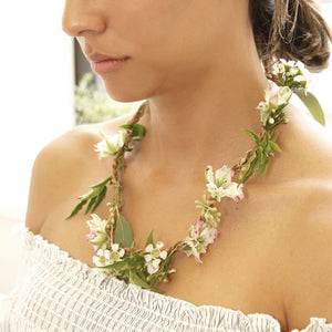 Huckleberry Fresh Flower Necklace - Gold Leaf