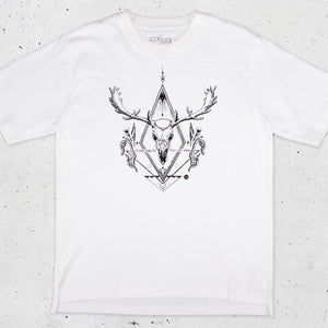Deer Skull Graphic T-shirt in White - LAZY DUO TATTOO