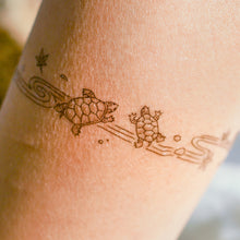 Load image into Gallery viewer, Japanese Pond Turtle Tattoo Band - LAZY DUO TATTOO Japanese Tattoo design by Mane ink Tattooist 池龜香港刺青 紋身貼紙 tattoo hong kong minimal color tattoo 動物刺青 彩色刺青 女刺青師 認領圖日系小清新 韓國刺青 hongkongtattoo 香港女紋身師 Japanesetattoo TattooShopHK hktattooshop tattooartist hongkongtattoo tattoohongkong 香港紋身 香港刺青 tattooist 紋身貼紙 鯉 oceantattoo colortattoo 彩色刺青 海浪刺青 動物刺青 浪浪香港紋身貼紙刺青紋身師設計印刷訂做客製 Custom Temporary Tattoo Event Printing Tattooist artist HK tattoo shop MANE