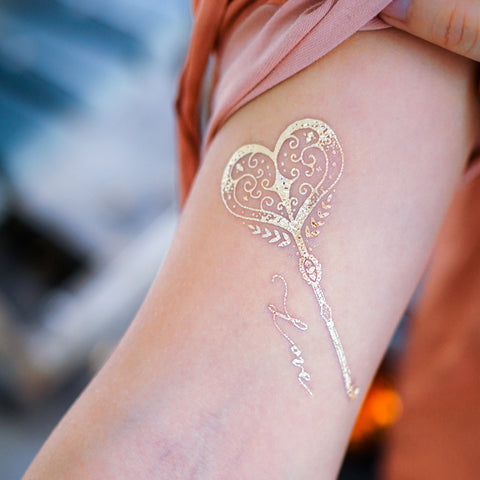 Metallic Tattoo Gold Temporary Tattoos Golden Tattoo Sticker silver 金屬刺青閃亮白金色紋身貼紙 Swallow Tattoo Alchemy Moon Tattoo Boho Tattoo  Symbol Tattoos Sexy Tattoos Lettering Tattoo 文字語錄月亮鎖匙燕子 Tarot Tattoos HongKong tattoo Stickers Long Lasting Temporary Tattoos LAZY DUO UV Tattoo HK Cute Sparkle Tattoos 香港插畫師印水紙紋身貼紙訂製心形鎖匙月亮弓箭波希米亞BOHO Tattoo Bohemian