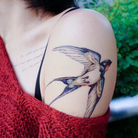 Fineline Watercolor Delicate Swallow Tattoo Sticker Bird Temporary Tattoo HK Hong Kong Vintage Classic 復古美式經典水彩燕子刺青紋身 LAZY DUO Tattoo Sticker 香港紋身貼紙 刺青圖案 紋身師 印刷訂做客製 Custom Temporary Tattoo artist HK tattoo shop Hong Kong 迷你刺青 韓式刺青紋身 small tattoo design Minimal Tattoo little tattoo idea sketchy tattoo floral tattoo ankle wrist tattoo back tattoo Taiwan