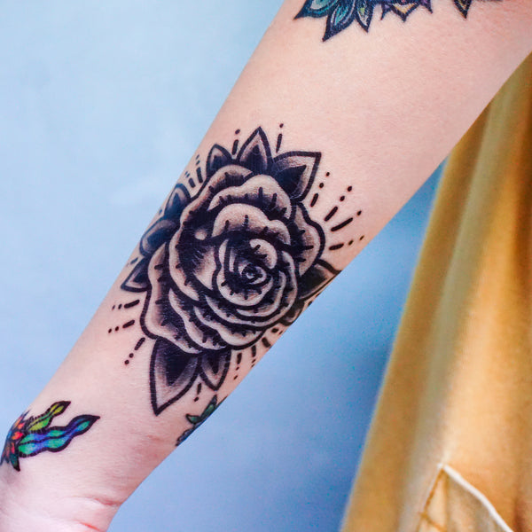 Black Rose Tattoo Old School Tattoo American Tattoo 黑玫瑰紋身貼紙 Skull TattooHK Hong Kong Rose Tattoo Black Work Temporary Tattoo INK LAZY DUO 美式刺青香港紋身師 粗黑 曼陀羅 圓 迷宮 自由 神秘 塔羅 王冠