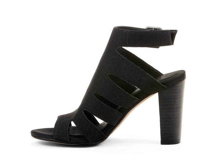 "[""output Chelsee girl black "", "" gender-womens type-sandals style-dress""]"