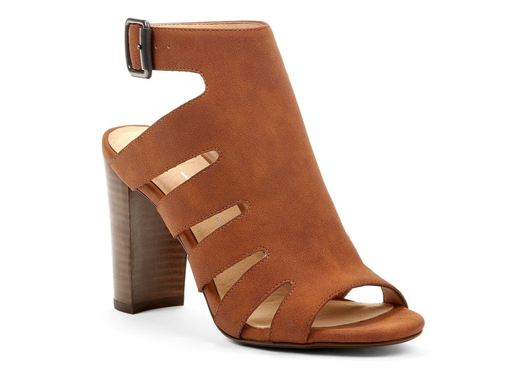 "[""output Chelsee girl cognac "", "" gender-womens type-sandals style-dress""]"