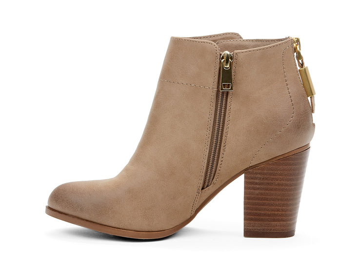 "[""Montana107888 Chelsee Girl beige "", "" gender-womens type-light boots style-casual""]"