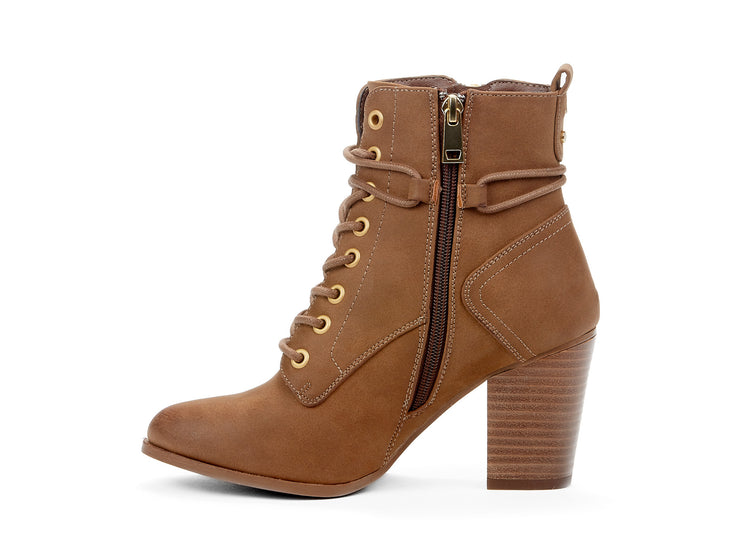 "[""Range Chelsee Girl cognac "", "" gender-womens type-light boots style-casual""]"