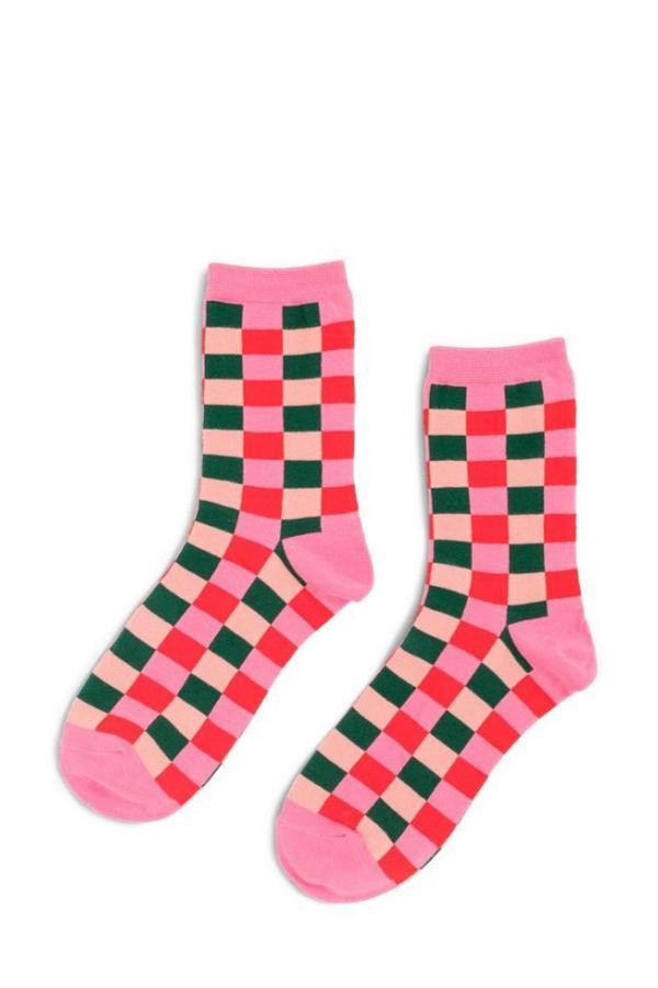 pink checkered ankle socks