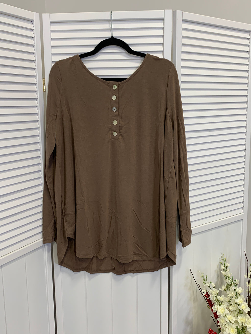 *FINAL SALE* Everyday Long Sleeve Button Top | Mocha