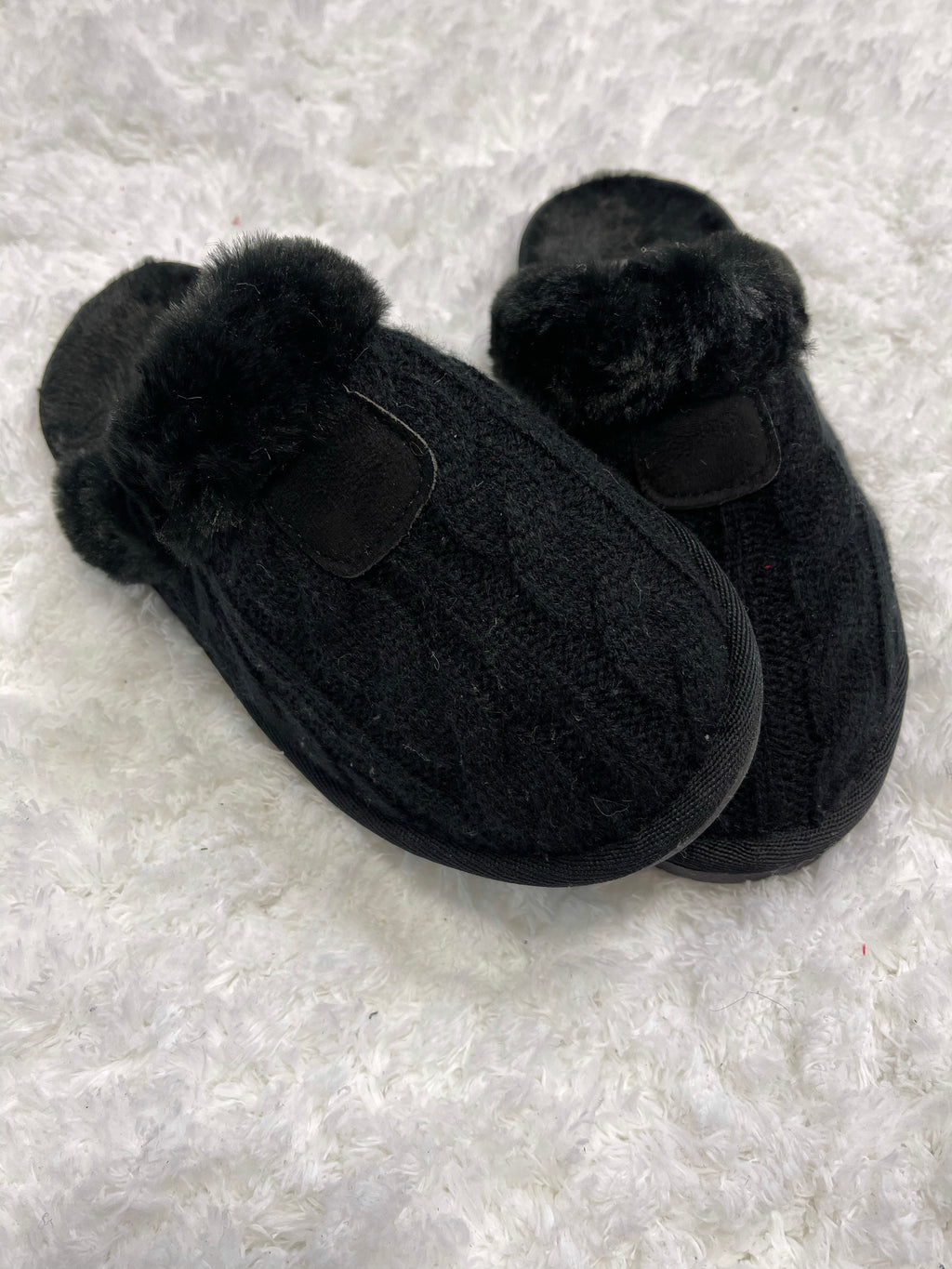*FINAL SALE* Chinook Cable Knit Slippers | Black