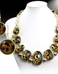 Classy Cheetah Girl Necklace Set