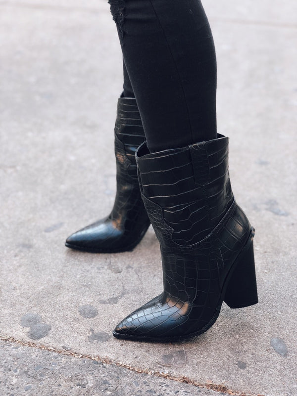 Lana Black Snakeskin Pointy Toe Cowboy Boots - amannequin - amannequin