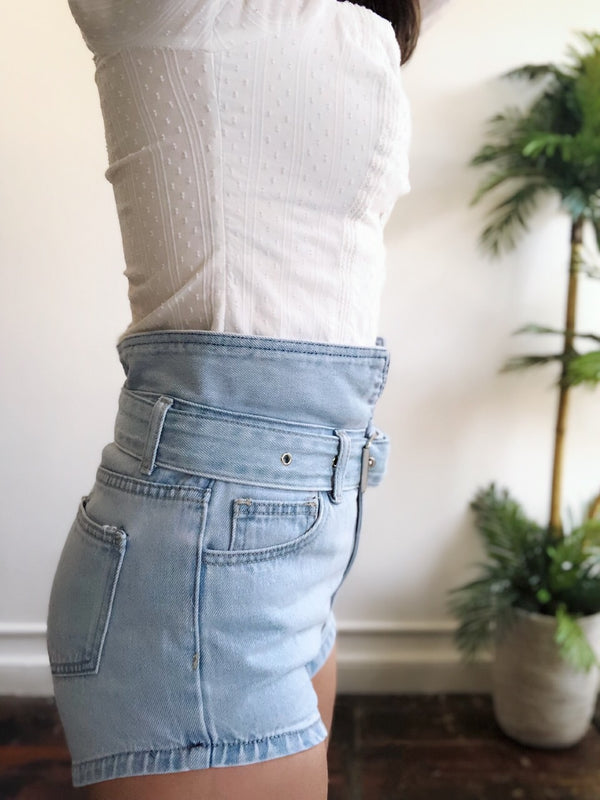 Pose Light Wash High Rise Belted Denim Shorts - amannequin - amannequin