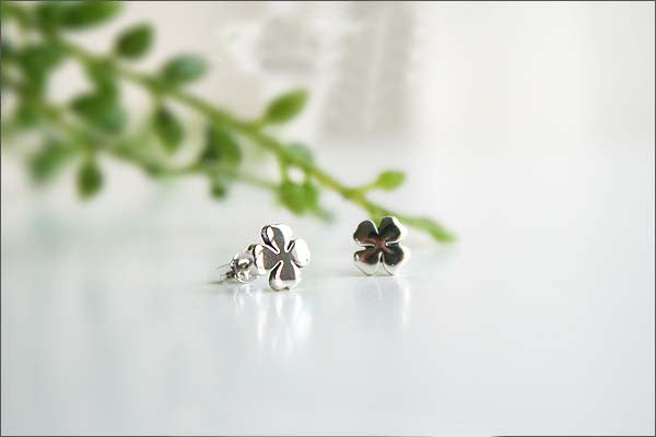 Clover stud Earrings - 925 Sterling Silver - Silver  earrings -  Love earrings Gift Idea Rocker Gothic Woman Jewelry (E-09)