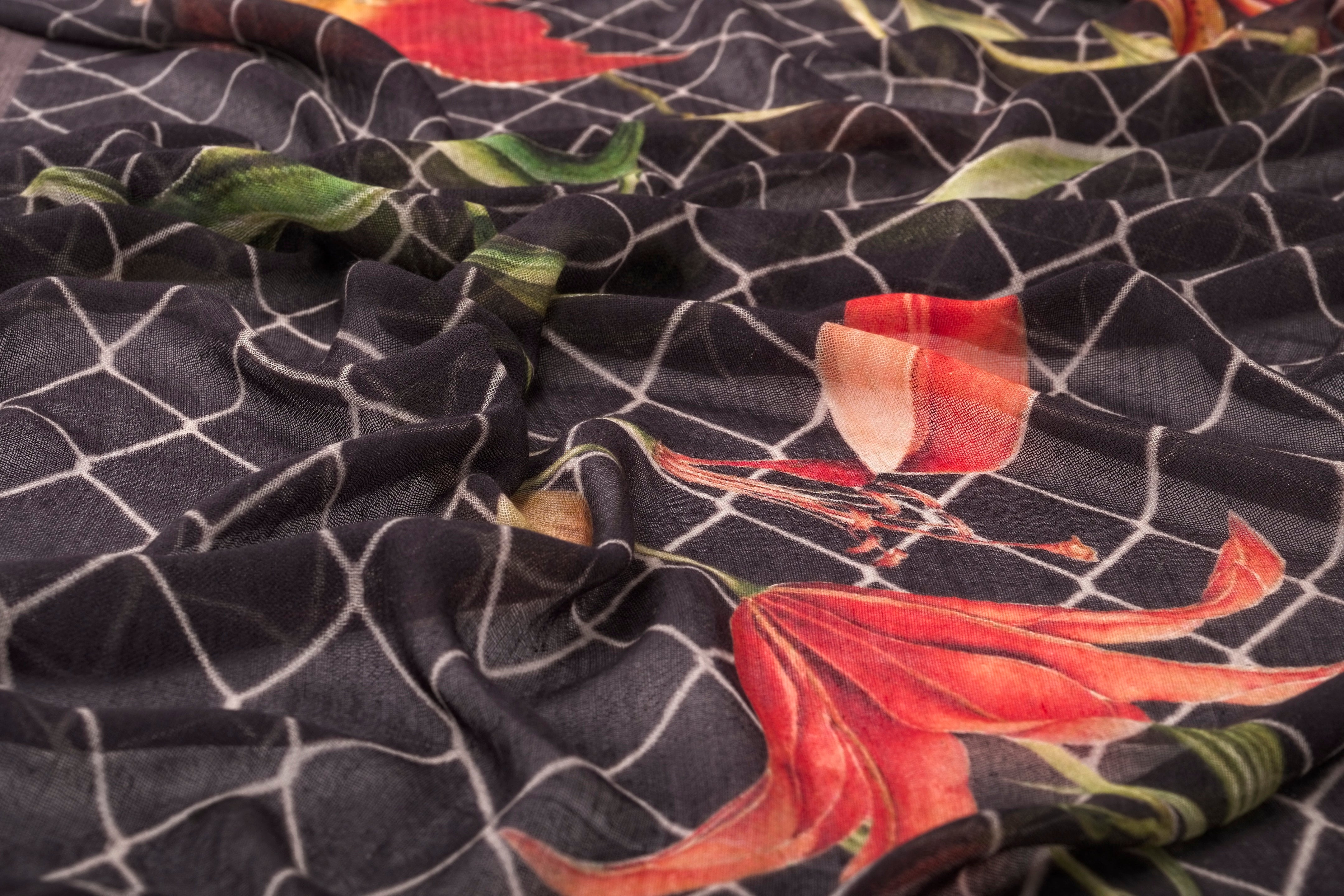 Lifelike Flowers Scarf in Silk and Cashmere ( Red and Black )