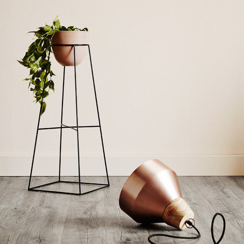 IVY MUSE EMPIRE PLANT STAND IN BLACK