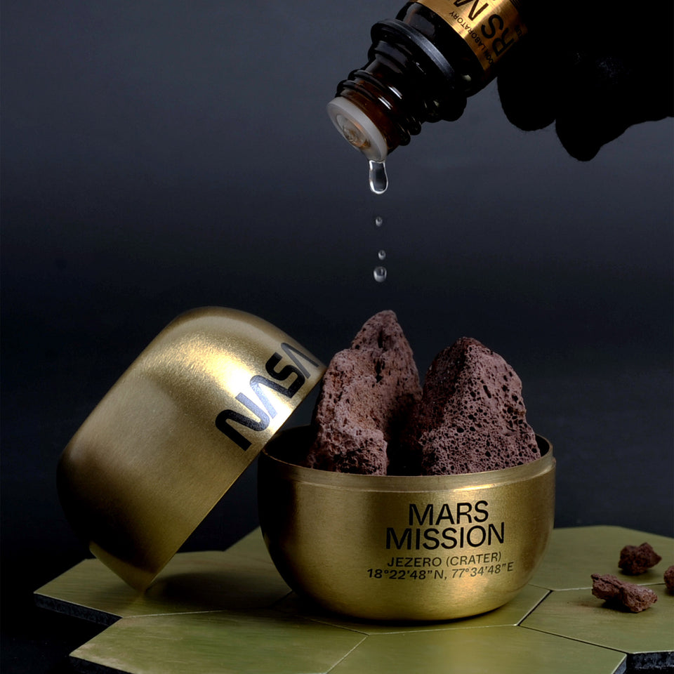 The Mars Scent is a scented potpourri with an imaginary aroma of Mars, it comes with a special brass capsule with NASA logo print. A collaboration with Moon Laboratory.