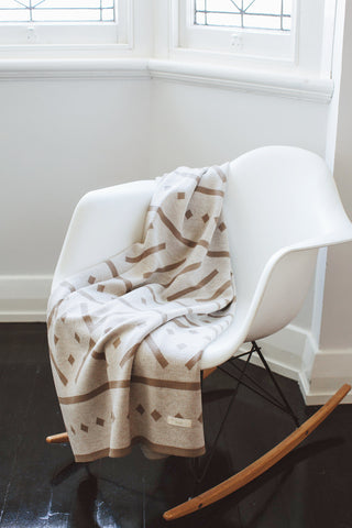 100% Merino Blanket with bold & graphic print Beige