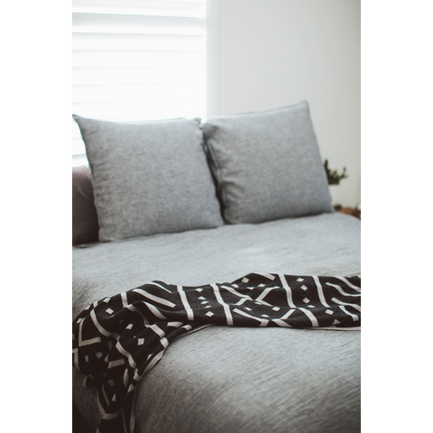 100% Merino Blanket with bold & graphic print Black